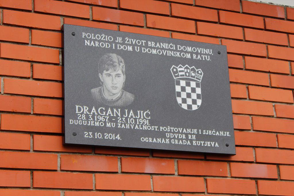Otkrivena spomen ploča poginulom branitelju Draganu Jajiću