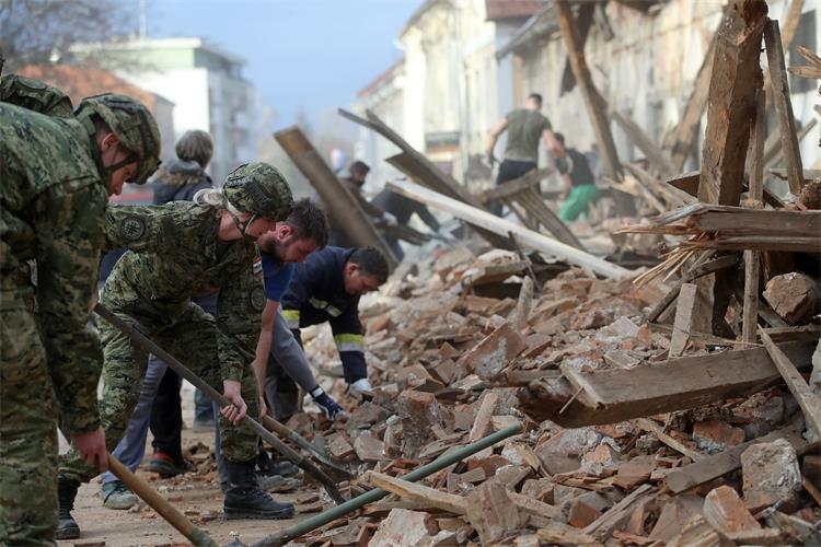 Vlada proglasila katastrofu na području triju županija i osnovala novi Stožer