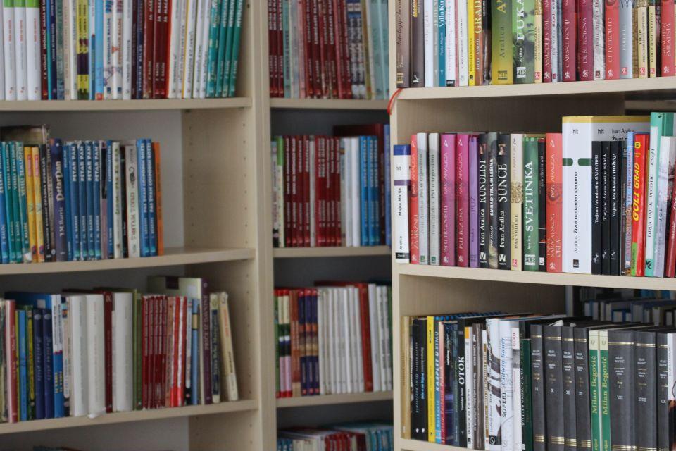 Gradu Kutjevu odobreno 300.000 kuna za opremanje Narodne knjižnice i čitaonice